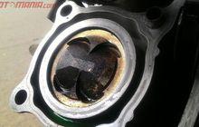 begini caranya bersihkan kerak di atas piston tanpa harus turun mesin