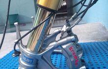 trik pasang sokbreker depan kawasaki zx-636 di motor sport 150 cc