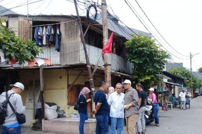 Samsat Jakarta Barat saat lakukan penagihan tunggakan pajak mobil porsche Jalan Karya Barat IV, Wijaya Kusuma, Grogol Petamburan, Jakarta Barat