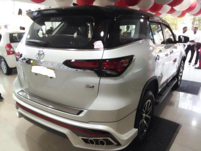 Buritan Toyota Fortuner pakai body kit Nippon Toyota