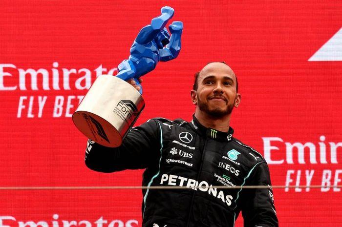 Lewis Hamilton naik podiun runner-up setelah dikalahkan Max Verstappen di F1 Prancis 2021