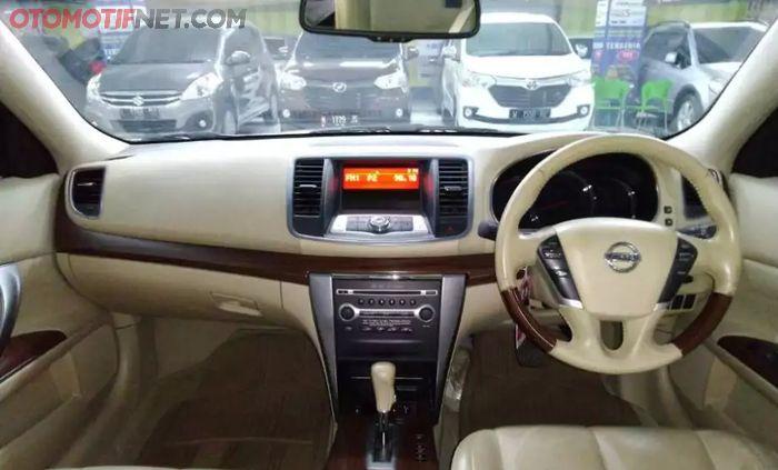 Desain dasbor Nissan Teana generasi kedua