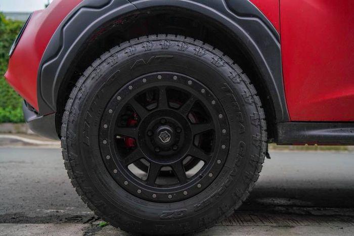 Nissan Juke pakai pelek off-road dan ban A/T
