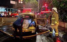 Si Kodok Kepanasan, Buritan VW Beetle Hangus Terpanggang di Ragunan