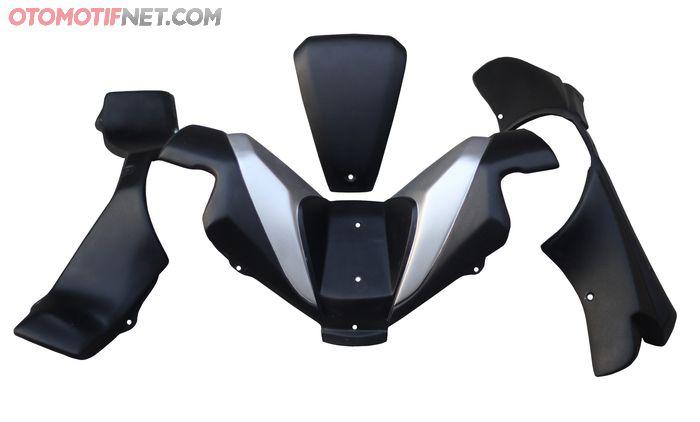 Cover setang ala Forza ini terbuat dari bahan fiberglass, tersedia dengan beberapa pilihan warna sesuai kelir PCX