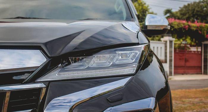 The headlamp uses the Lexus RX 350 detachable