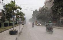 Gunung Merapi Erupsi, Pengguna Mobil Harus Tahu Tips Nyetir di Tengah Hujan Abu Vulkanik