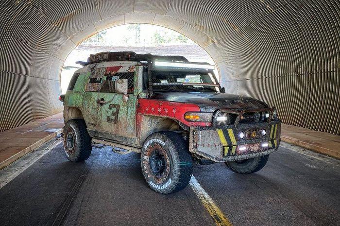 Modifikasi ekstrem Toyota FJ Cruiser dirombak ala mobil Mad Max