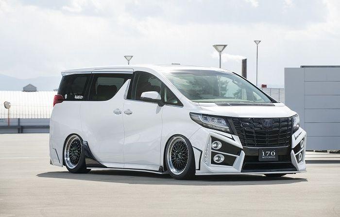 Tampilan depan modifikasi Toyotal Alphard besutan Sixth Sense