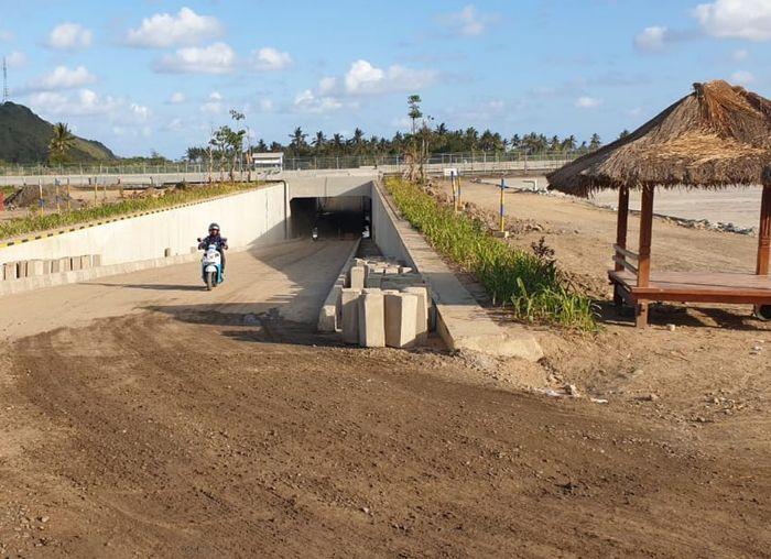tunnel telah dilengkapi dengan fasilitas penerangan yang menyala selama 24 jam dan sudah bisa dimanfaatkan oleh masyarakat