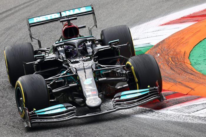 Lewis Hamilton saat beraksi di F1 Italia 2021