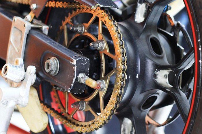 Gir dan rantai tipis bantu akselerasi motor, hati-hati perhatikan kekenduran rantai