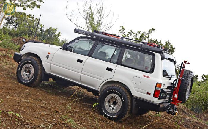 Modifikasi Land Cruiser Camper VX80 Bali