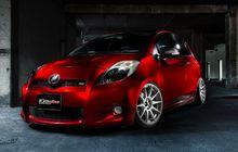 Toyota Yaris Bakpao Berjubah Merah Candy, Gaya Pilih Elegan Minimalis
