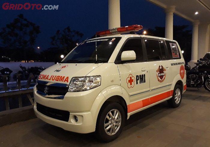 Ambulance yang diserahkan HDCI kepada PMI