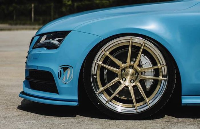 Modified Audi A7 uses Z-Performance rims measuring 21x10.5 inches