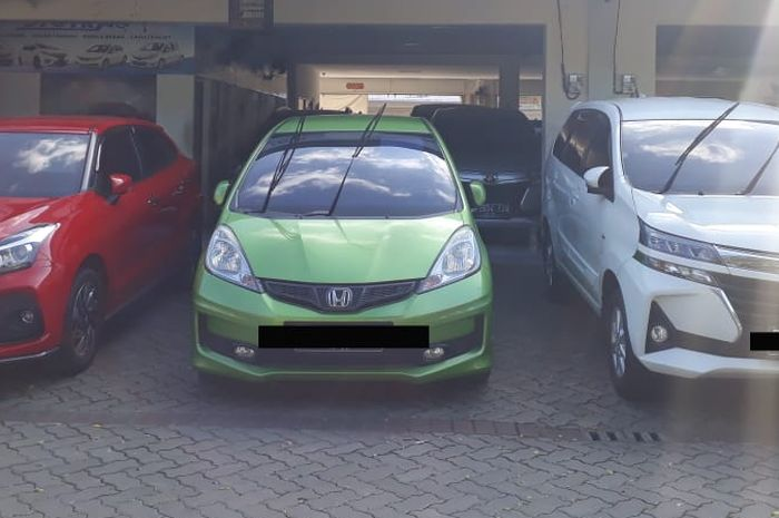 Stok mobil bekas di Oto Trac, Palem Semi, Tangerang