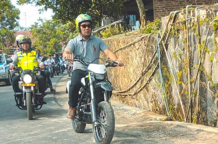 Ridwan Kamil keliling Majalengka Kawasaki D-Tracker