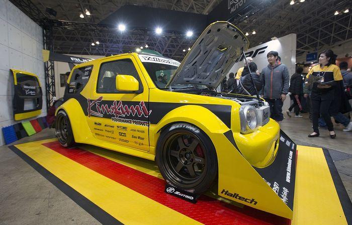 Suzuki Jimny Wide sangar dipasangi aero kit ekstrem