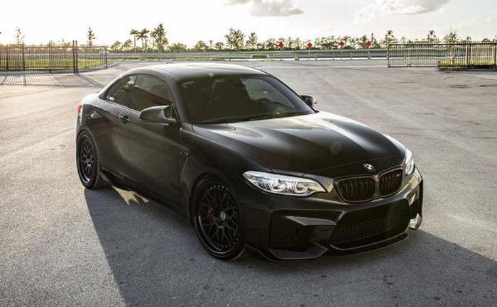 Modifikasi BMW M2 tampil sangar dengan tema serba hitam