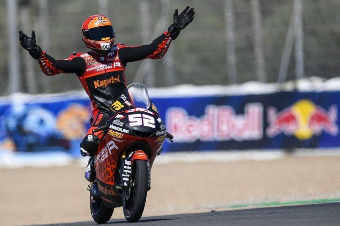 Pembalap 'tim Indonesia', Jeremy Alcoba sukses amankan podium tiga di Moto3 Spantol 2021.