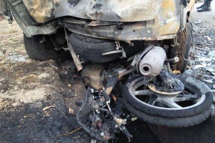 Kondisi terakhir kendaraan yang mengalami kecelakaan lalu hangus terbakar di Jalur Pantura, Subang, Jumat (31/5/2019).