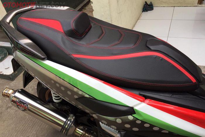 Jok Yamaha NMAX model racing atau sporty