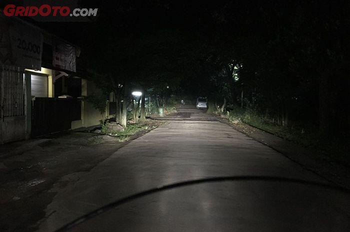 Ilustrasi. Melewati jalanan gelap