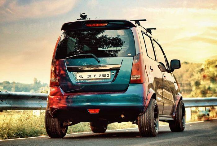 Tampilan belakang modifikasi Suzuki Karimun Wagon R