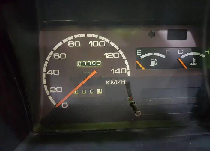 Indikator kilometer Suzuki Carry 1000 kondisi baru stok lama yang dijual showroom Bintang Motor