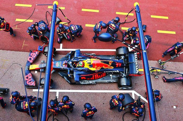 Di balap F1 2021 kru tim Red Bull beberapa kali melakukan pit top tercepat