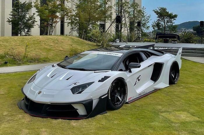 Modifikasi Lamborghini Aventador hasil garapan Liberty Walk, Jepang