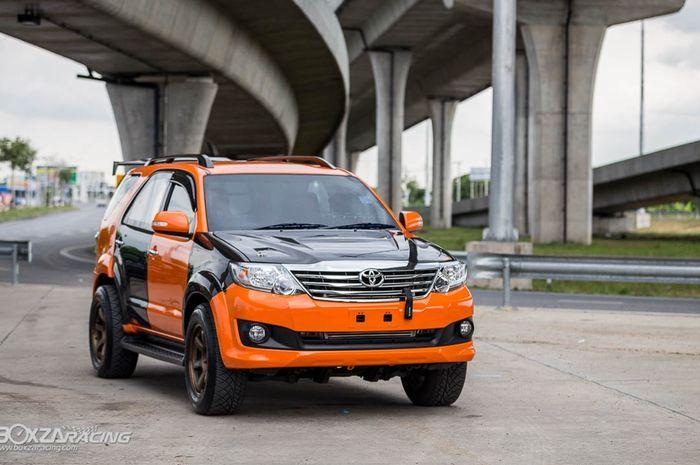 Tampilan Toyota Fortuner dengan gaya racing Panda khas Thailand
