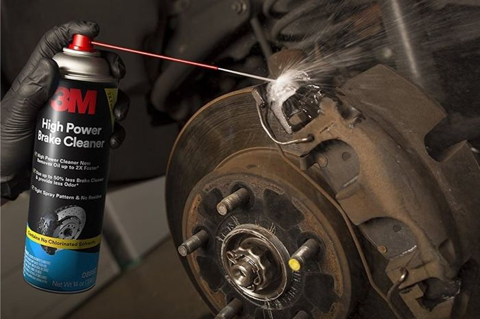 Pengunaan brake cleaner