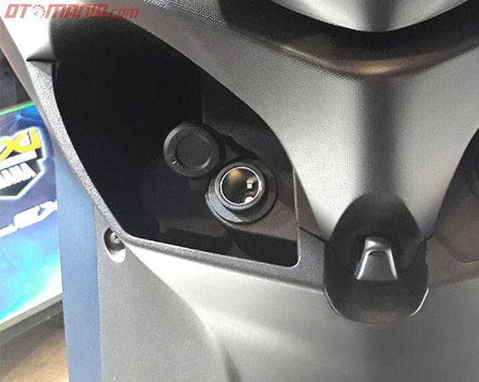 Colokan listrik pada Yamaha Lexi S seperti Aerox 155 VVA