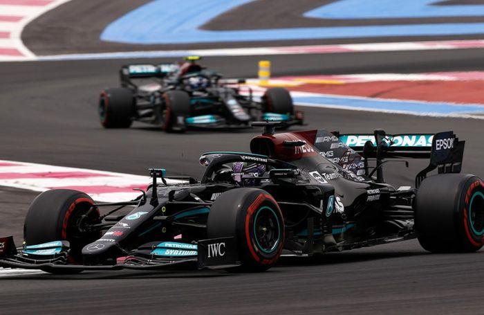 Lewis Hamilton dan Valtteri Bottas kalah cepat dari pembalap tim Red Bull, Max Verstappen pada kualifikasi F1 Prancis 2021