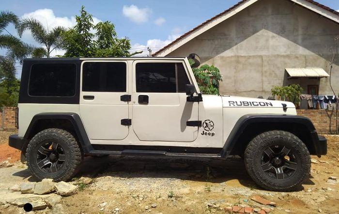 Tampilan samping Kijang Kapsul Mirip Jeep Rubicon