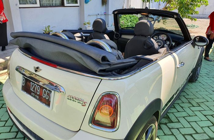 MINI Cooper S Convertible yang akan dilelang KPNKL Sidoarjo.