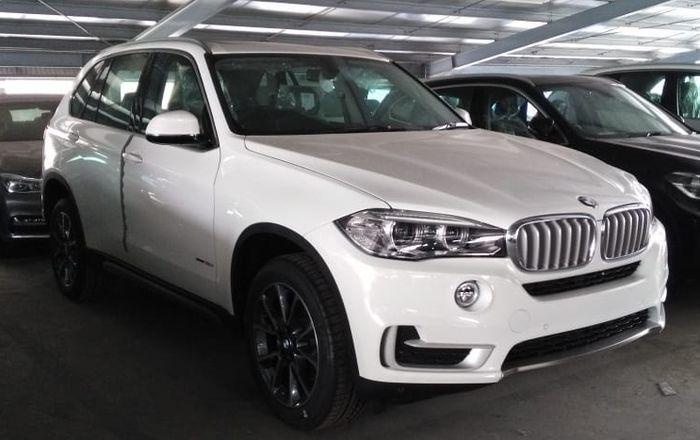 Ilustrasi BMW X5  A/T