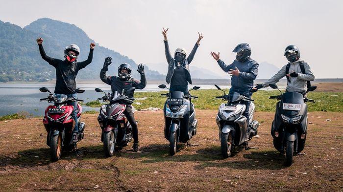 Angela Lorenza bersama teman-teman rider Maxi Yamaha saat di Parang Gombong
