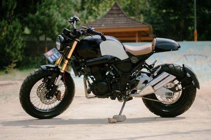 Sasis, bodi dan kaki-kaki Kawasaki Ninja 250R ini dirombak agar mirip BMW R Nine T