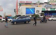 Hati-hati Saat Ketemu Penyeberang Jalan Meleng, Hindari Tabrakan Dengan Lakukan Hal Ini