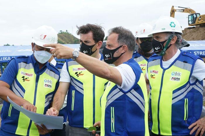 Perwakilan FIM dan Dorna mendapat penjelasan teknis mengenai Mandalika International Street Circuit dari perwakilan MGPA.