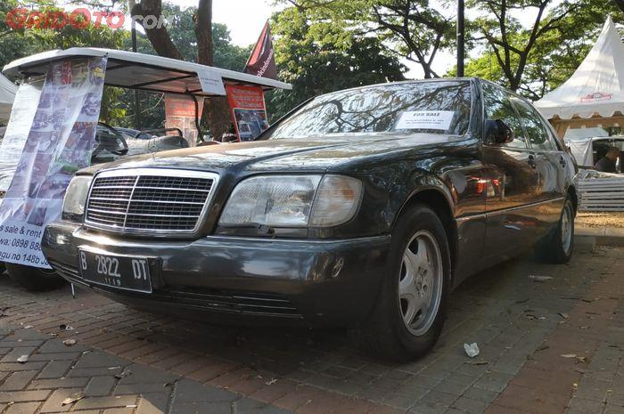 ILUSTRASI. Mercedes-Benz W140 300SEL antipeluru milik Edi Purwanto yang dijual dengan harga setara LCGC di Otobursa Tumplek Blek 2019.