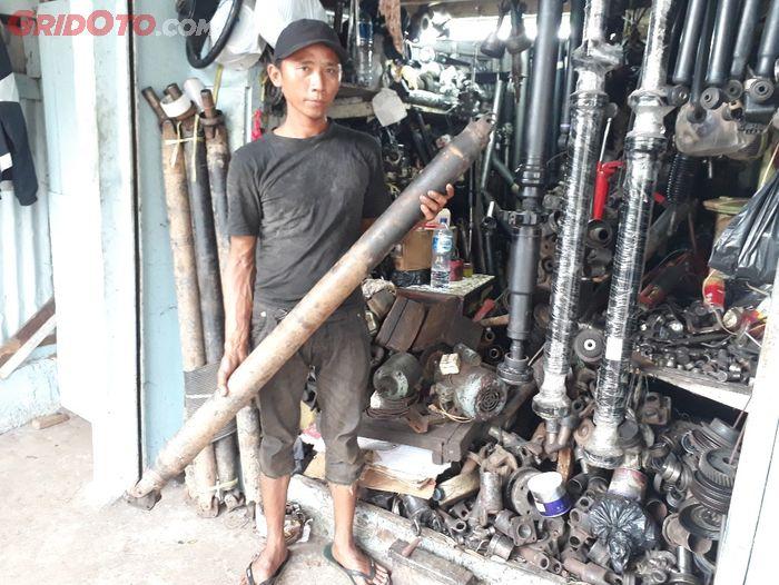 Muhammad Yadi, salah satu pemilik Dua Sekawan Motor, bengkel spesialis kopel di Joglo