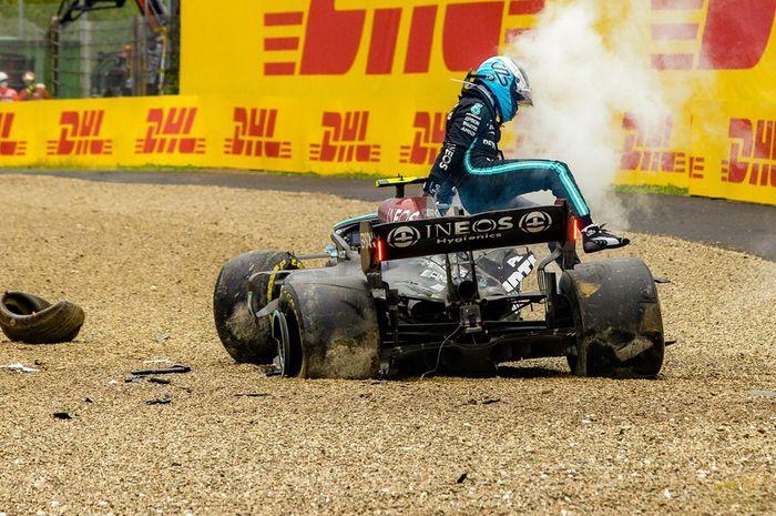 Mobil Mercedes W12 milik Valtteri Bottas rusak berat setelah tabrakan di F1 Emilia Romagna 2021