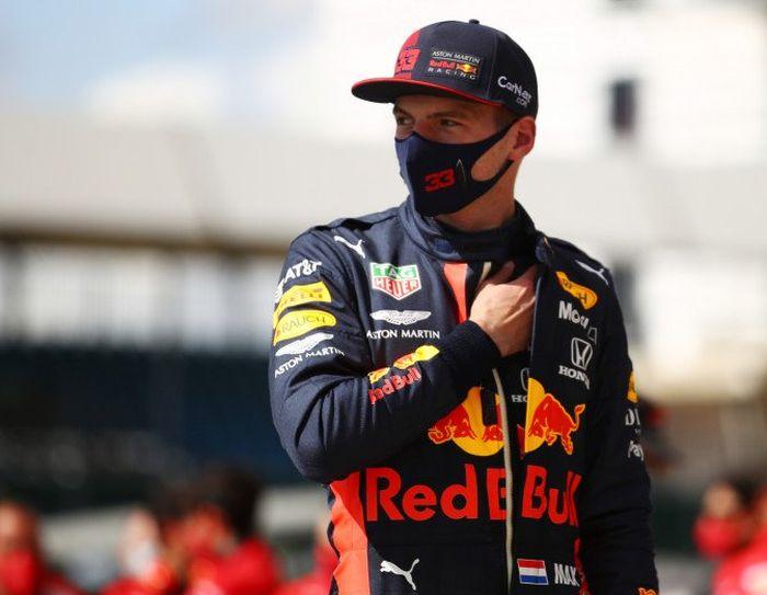 Menurut Max Verstappen, orang awam pun bisa saja memenangkan balapan jika menjadi pembalap Mercedes