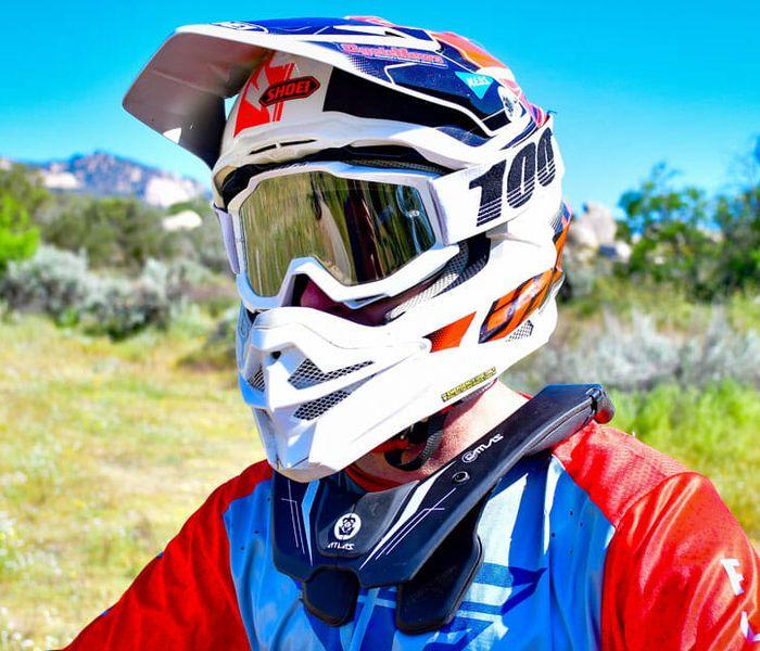 Neck brace di motocross