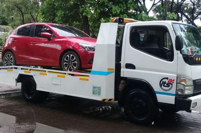 Banjir Kepung Jakarta, Pengusaha Towing Kewalahan 'Diserbu' 300 Panggilan  Konsumen - GridOto.com