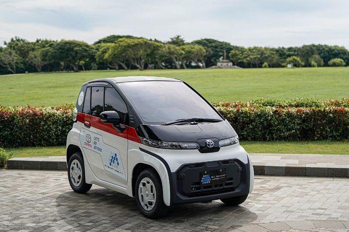 Mobil listrik Toyota C+Pod, berkapasitas dua penumpang yang bisa digeber dengan jarak tempuh 100-150 kilometer